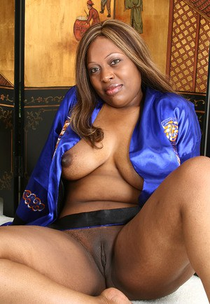 Mature black woman naked